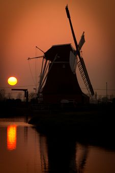 Free Dutch Windmill At Sunset Royalty Free Stock Image - 83019576