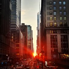 Free East 42st Street At Sunset Royalty Free Stock Photography - 83020237