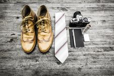 Free Brown Leather Oxford Wingtip Shoes Beside White And Red Necktie Royalty Free Stock Images - 83020869