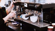 Free Barista Making Coffee Stock Photo - 83021580