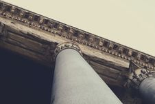 Free View Looking Up A Column Attached To A Building Roof Stock Images - 83022284
