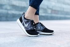 Free Feet In Sneakers Stock Photos - 83022523