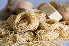 Free Yellow Pasta Beside Onions Royalty Free Stock Photography - 83022667