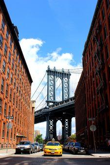 Free City Street Under Bridge Royalty Free Stock Images - 83023559