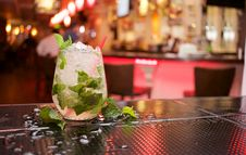 Free Mojito Cocktail On Bar Stock Photo - 83023820