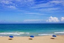 Free Beach Umbrellas On Seashore Royalty Free Stock Photos - 83023978