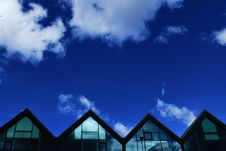 Free Grey Wood And Glass House Under Blue Sky And Clouds During Daytime Stock Photography - 83024452
