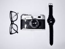 Free Black Camera Beside Black Eyeglasses And Black Wrist Watch Royalty Free Stock Images - 83024689