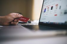 Free Credit Card And Laptop Computer Stock Photo - 83035940
