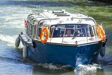Free Motorboat On Water Surface Royalty Free Stock Images - 83037319