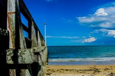 Free Brown Wooden Bar Near Sea Shore Under Blue Sky During Day Time Royalty Free Stock Images - 83037329