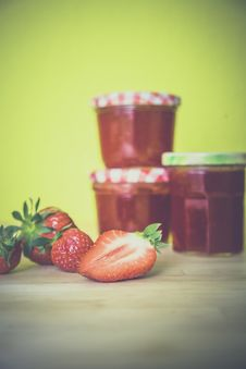 Free Strawberry Near Red Jar On Wooden Surface Stock Photo - 83037700