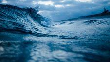 Free Blue Waves On Coast Royalty Free Stock Photography - 83037847