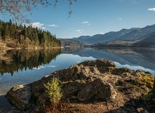 Free Alpine Lake On Sunny Day Stock Photography - 83037962