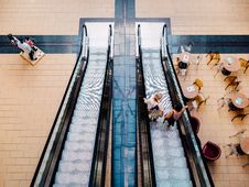 Free Escalator In Shopping Mall Royalty Free Stock Photo - 83038425