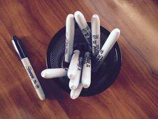 Free Sharpie Pens In Holder Stock Photo - 83038510