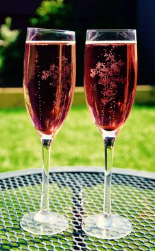 Free Two Wine Glass On Grey Metal Round Table Stock Images - 83038544