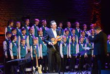 Free Children S Choir And Violinist Onstage Stock Image - 83039961
