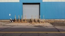 Free Pallets Outside Loading Dock Stock Photo - 83040980