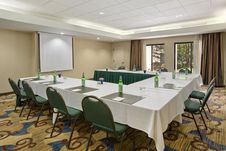 Free Empty Conference Room Table Royalty Free Stock Photos - 83054508