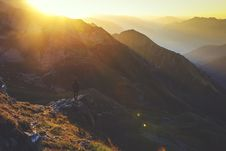 Free Sunrise Over Mountains Royalty Free Stock Images - 83057639