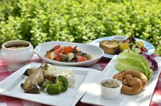 Free Garden Table With Food Royalty Free Stock Images - 83057659