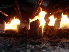 Free Burning Wood Fire Stock Photo - 83057780