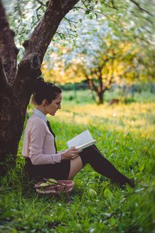 Free Women Reading A Book Under The Tree Royalty Free Stock Images - 83058299