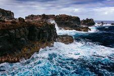 Free Huge Waves Slamming On Black And Brown Huge Rocks Stock Photo - 83058420