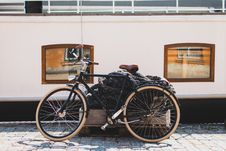 Free Black Bicycle Beside Brown Wooden Crate Royalty Free Stock Image - 83058476