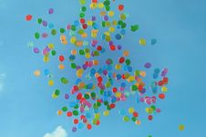 Free Blue Green Orange Yellow And Red Balloons On Blue Sky Royalty Free Stock Photography - 83059007
