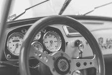 Free Grey And Black Car Steering Wheel Stock Photos - 83059643