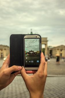 Free Person Taking Picture Using Gray Smartphone Stock Photos - 83059663