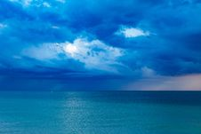 Free Blue Ocean With Cloudy Sky Royalty Free Stock Image - 83060036
