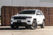 Free White Jeep Grand Cherokee Stock Photography - 83060102