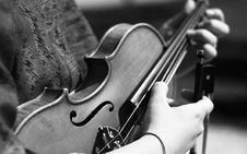 Free Grayscale Photography Of Person Playing Violin Royalty Free Stock Images - 83060419