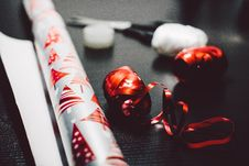 Free Christmas Wrapping Paper Royalty Free Stock Images - 83060489