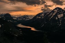 Free Sunset Over Mountain Lake Royalty Free Stock Photo - 83060525