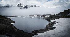 Free Fog Over Alpine Lake Stock Photography - 83060822