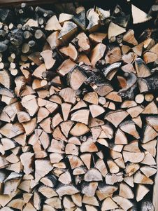 Free Brown And Grey Fire Wood Stock Image - 83061181