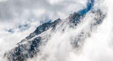 Free Fog Near Black Mountain Stock Photography - 83061322