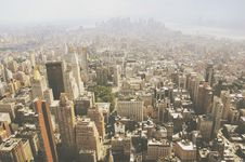 Free Aerial View Over Smoggy City Royalty Free Stock Photography - 83061547