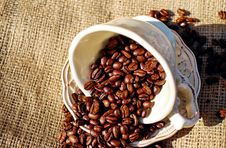 Free Coffee Beans In Cup Royalty Free Stock Photos - 83061608
