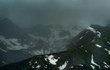 Free Foggy Mountain Ridge Stock Images - 83061714