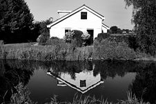 Free House Reflecting In Water Stock Photo - 83061760