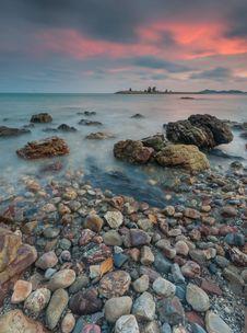 Free Rocky Beach Stock Image - 83061821