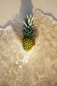 Free Pineapple In Ocean Waves Royalty Free Stock Image - 83061866