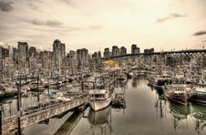 Free Boats In Urban Marina Stock Photo - 83061930