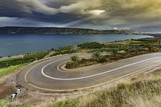 Free Curve Asphalt Road Near Blue Sea Under Gray Sky Royalty Free Stock Photo - 83062055