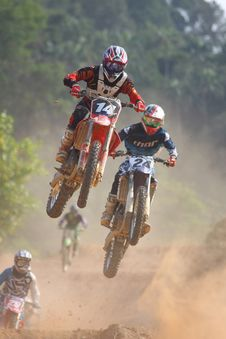 Free Motocross Bikers Royalty Free Stock Photography - 83062087